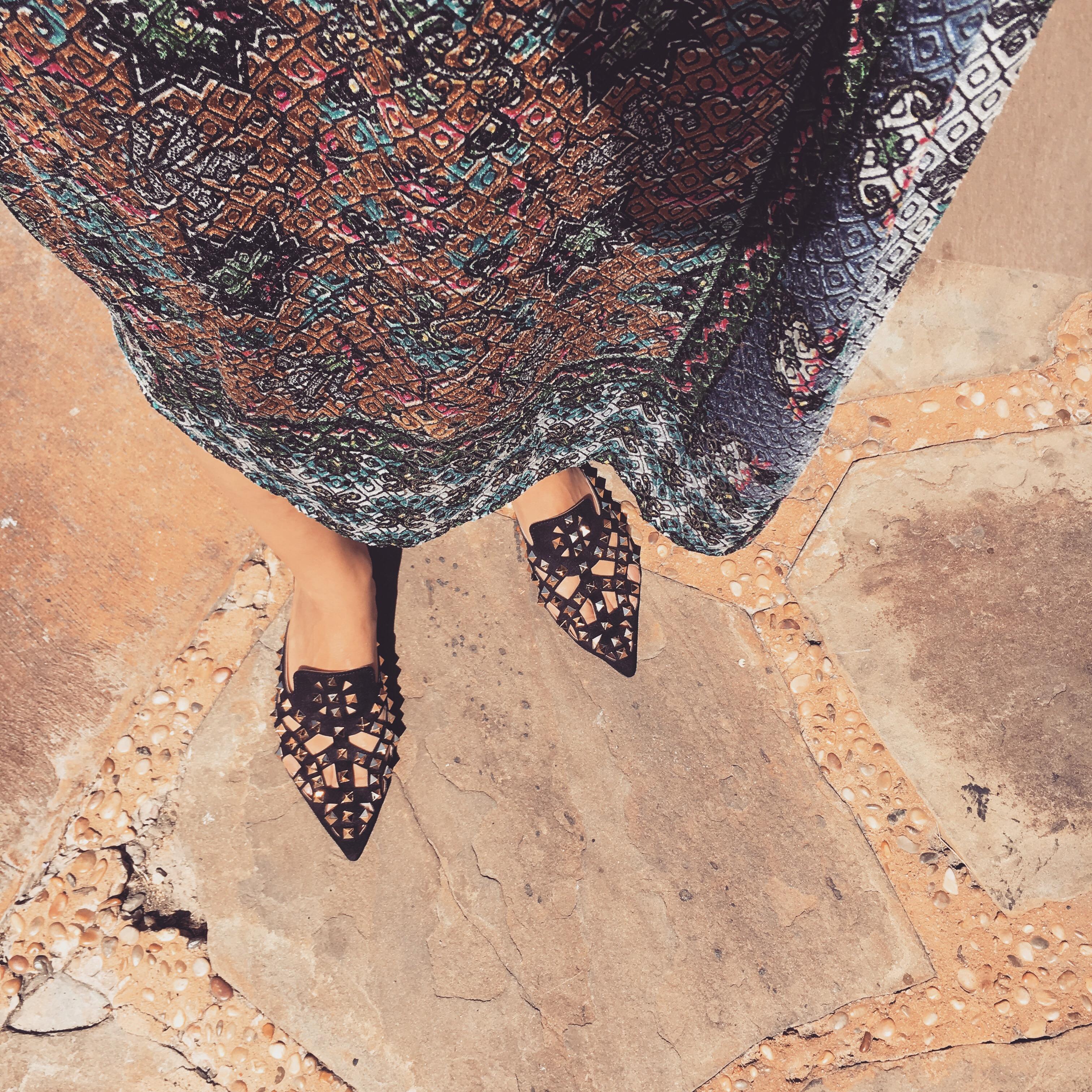 Midi dress, zara, print, tribal, pointed shoes, stud shoes, gold, black, multi color, hijab, Hijabi, modest fashion